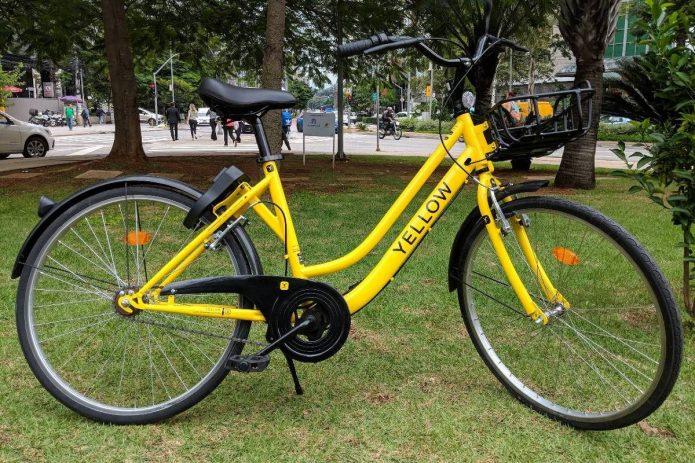 Um novo sistema de compartilhamento de bicicletas vai colocar 20 mil bikes nas ruas de São Paulo a partir de julho. A novidade: elas não ficarão presas a estações, como nos modelos existentes hoje na cidade, e sim soltas. Isso significa que uma pessoa pode pegar qualquer bicicleta do sistema que esteja na rua e depois também pode deixá-la em qualquer lugar.