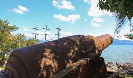 ABAV-SC, pelas fortalezas da Ilha de Santa Catarina. A Associação Brasileira de Agentes de Viagens - ABAV-SC, promoveu neste final de semana, 21 e 22 de abril um evento de capacitação em Florianópolis, que incluiu também um passeio marítimo pelas Fortalezas da Ilha de Santa Catarina.