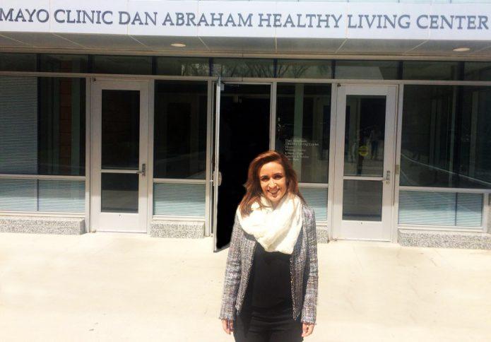Segundo Dra.Mariela Silveira, pesquisadora e diretora médica doKurotel, ainda fala-se muito pouco sobre a cura antes da doença se instalar. A Especialista foi uma das convidadas pela Mayo Clinic, em Minnesota (EUA), para uma semana de troca de conhecimentos a cerca dos tratamentos pós-câncer no último dia 4.