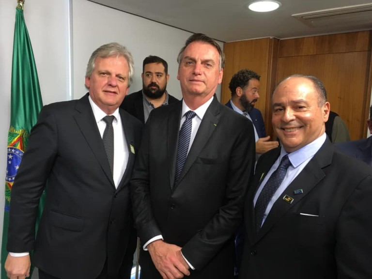 Trade de turismo se apresenta ao Presidente Jair Bolsonaro