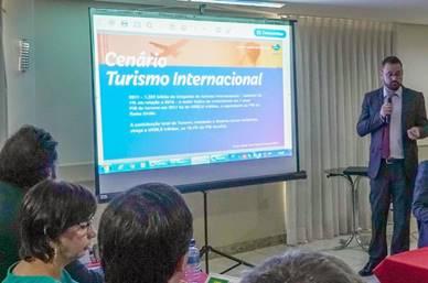 Plano de promoção internacional é apresentado pela Embratur em reunião no Fórum Nacional de Turismo