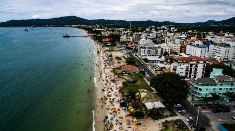 Engordamenro da areia da Praia da Canasvieiras