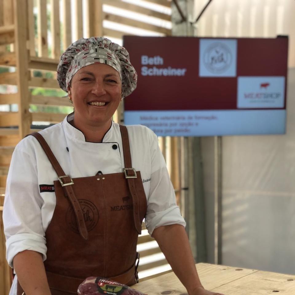 A mestra assadora e parrilleira faz parte de um seleto grupo de mulheres churrasqueiras com formação não só na Argentina mas também na Europa