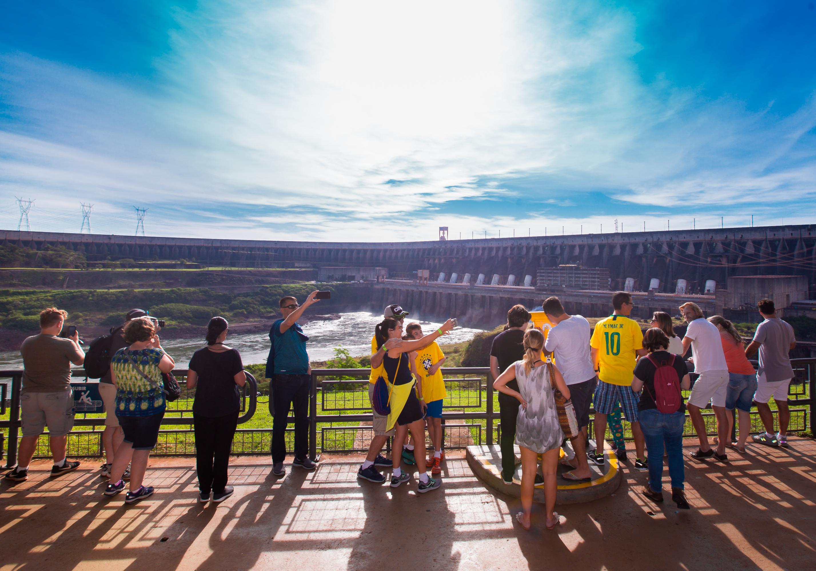 Itaipu recebe 9,2 mil visitantes durante o feriadão da Proclamação da República