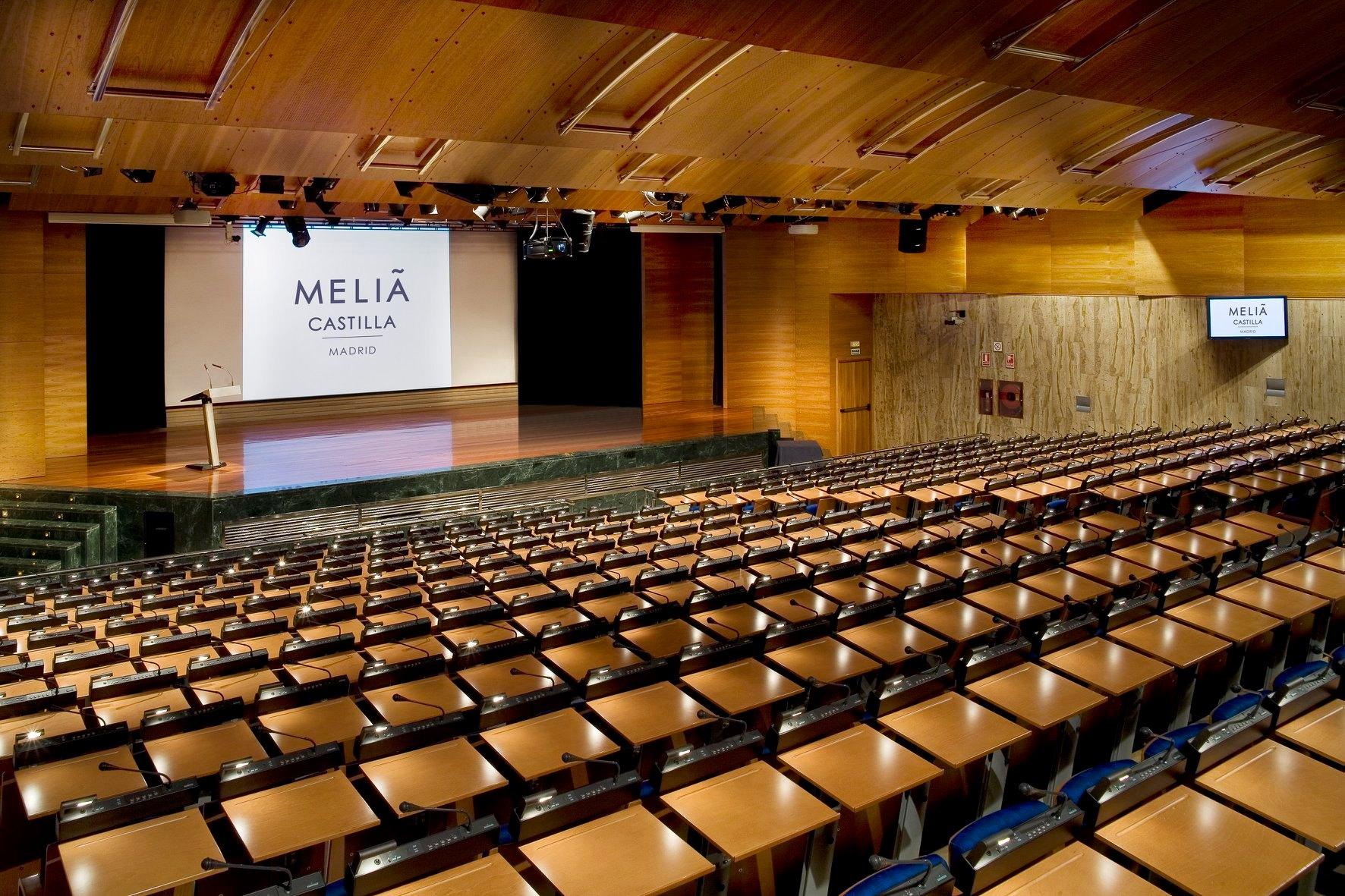 Salão de convenções do Hotel Meliá Castilla, no distrito comercial de Madri.