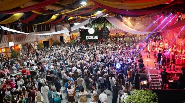 A maior festa alemã das Américas iniciou, na noite desta quarta-feira