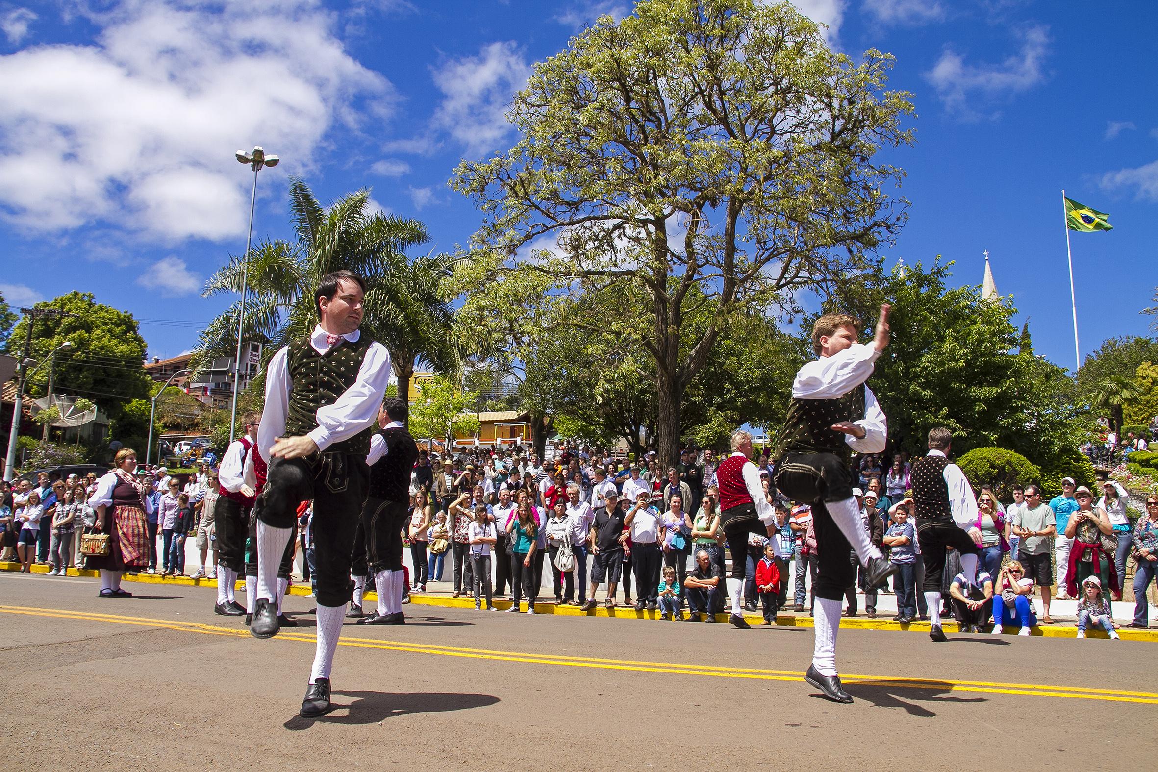 Festas de Outubro em Santa Catarina garantem a diversão para turistas e moradores; veja o calendário completo