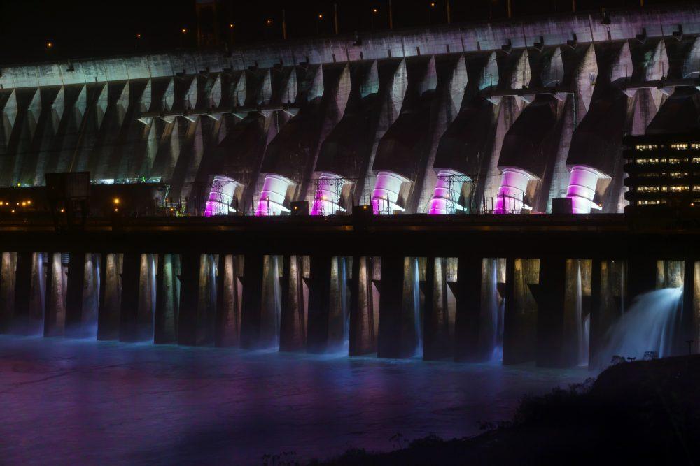 Barragem de Itaipu terá iluminação especial para o Outubro Rosa