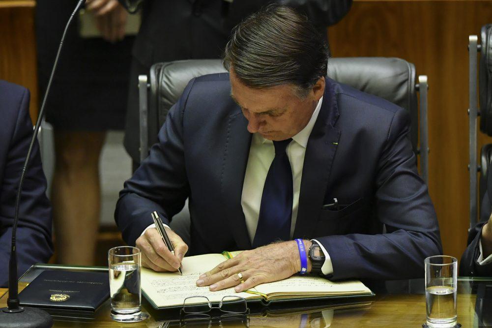 Presidente Jair Bolsonaro assinou a Medida Provisória 907