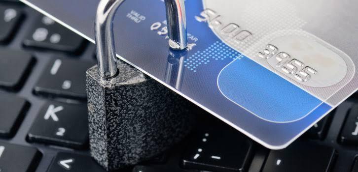 Metade das fraudes com passagens aéreas ocorre no Brasil