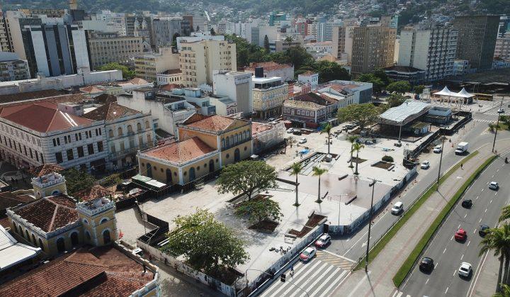 Começou. O Largo da Alfândega, em Florianópolis (SC), foi reaberto após revitalização