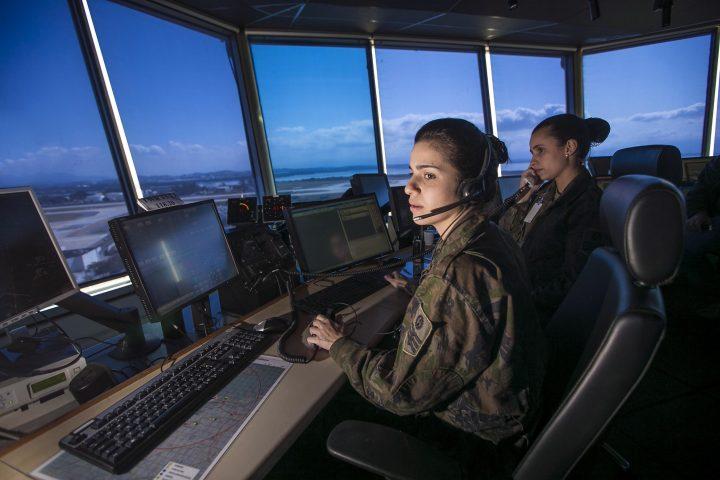 Controlador de Tráfego Aéreo, o guardião dos céus 24 horas por dia